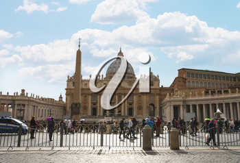 VATICAN CITY , ITALY - MAY 03, 2014: People on Saint Peter's Square