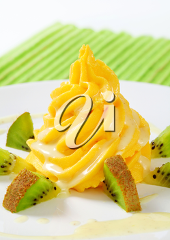 Swirl of fruit curd with kiwi